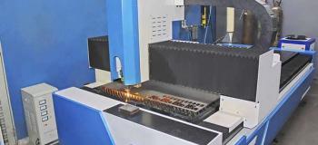Corte a laser de chapa de aço carbono